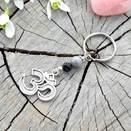 ~TRPĚLIVOST~ Originální přívěsek na klíče Óm ॐ s lávou a jaspisem