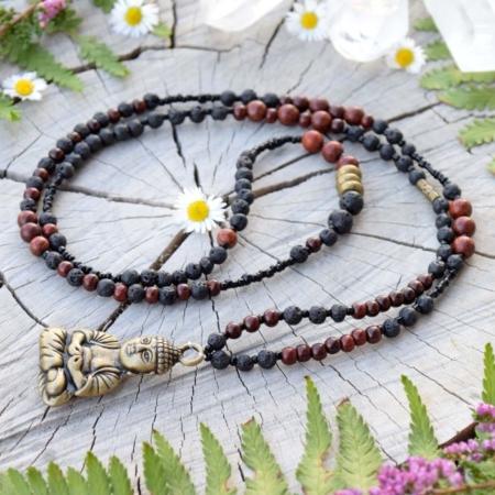~SÍLA (ZE)MĚ~ Jedinečný náhrdelník s Buddhou, červeným santalovým dřevem a lávovým kamenem