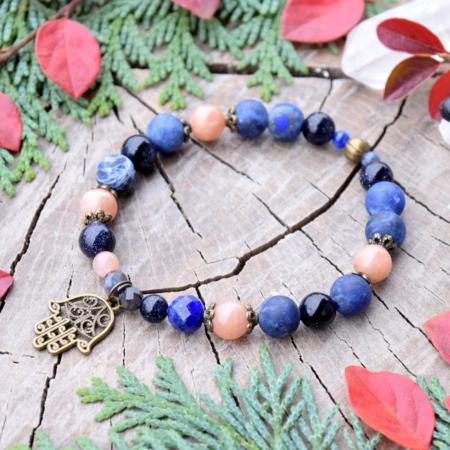 ~VĚŘÍM~ Charitativní kolekce ~ Minerální náramek z lapisu lazuli a slunečního kamene, Hamsa