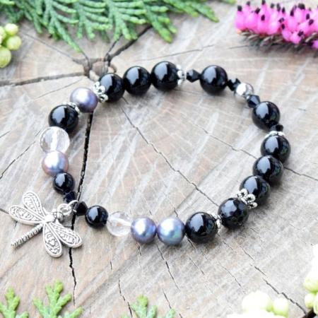 ~ELEMENT~ Elegantní perlový náramek s černým onyxem a křišťálem, přívěsek vážka