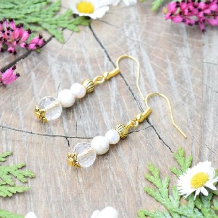 ~POHÁDKOVÁ~ Visací perlové náušnice s magnezitem a křišťálem