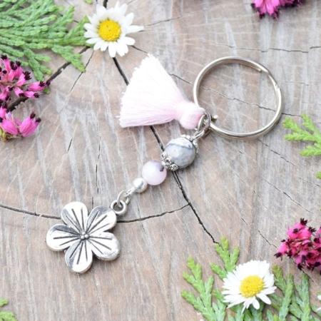 ~OKAMŽIK~ Originální přívěsek na klíče květina s mramorem a jaspisem, střapeček