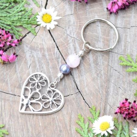 ~ČISTOTA~ Originální přívěsek na klíče srdce s pravou perlou a růženínem