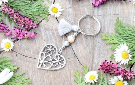 ~NĚHA~ Originální přívěsek na klíče srdce s pravou perlou a jaspisem, střapeček