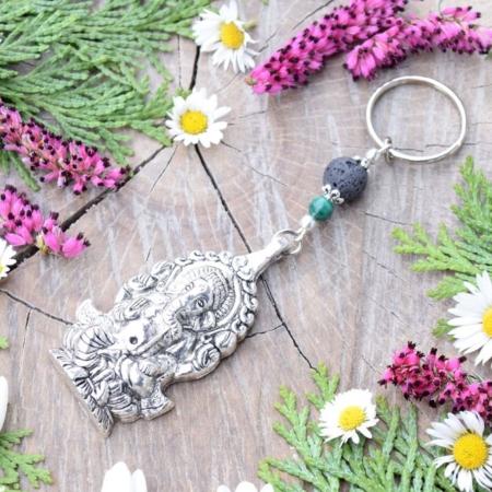 ~VYROVNANOST~ Originální přívěsek na klíče Ganéša s malachitem a lávovým kamenem
