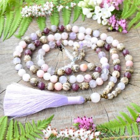 ~NEVINNOST~ Jedinečná japa mala z třešňového jaspisu, živce a mauvského nefritu, 108 korálků