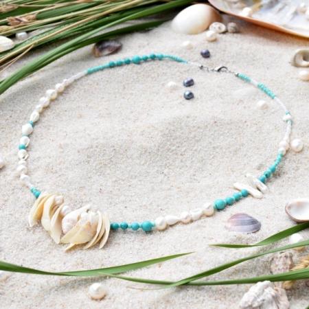 ~VE VLNÁCH TANČÍM~ Unikátní autorský náhrdelník z pravých perel, ručně sbíraných mušlí a minerálních kamenů