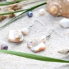 ~VE VLNÁCH TANČÍM~ Unikátní autorské náušnice z pravých perel a perleti, nerez ocel