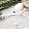 ~VE VLNÁCH TANČÍM~ Unikátní autorský náhrdelník z pravých perel, ručně sbíraných mušlí a zkamenělé ježovky, nerez ocel