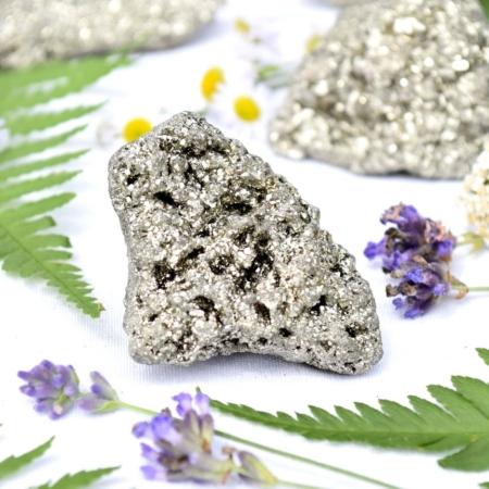 Přírodní minerální kámen - třpytivá pyritová drúza, 4x3,5x4,5 cm
