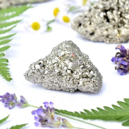 Přírodní minerální kámen - třpytivá pyritová drúza, 4,5x3x2,5 cm