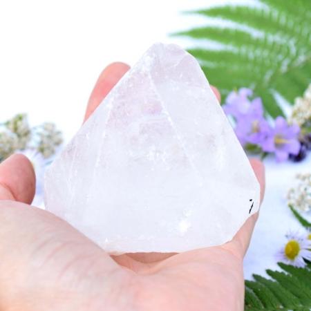 Přírodní minerální kámen - velký křišťálový hrot, 7x7,5 cm