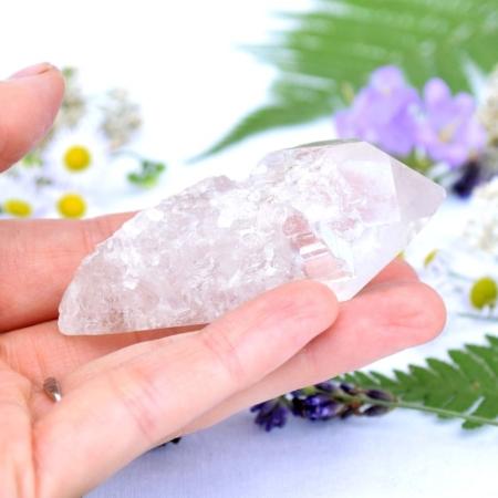 Přírodní minerální kámen - křišťálový hrot, 7x3,5 cm