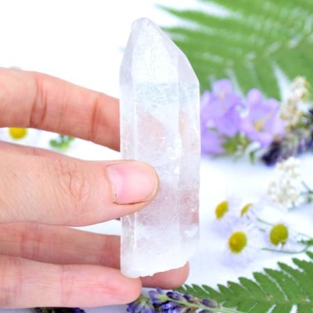 Přírodní minerální kámen - křišťálový hrot, 8x2,5 cm