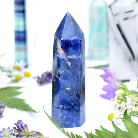 Přírodní minerální kámen - broušený hrot ze sodalitu, 7,8x2,5 cm