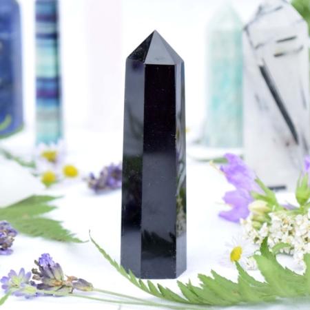 Přírodní minerální kámen - broušený hrot z černého obsidiánu, 7,8x2 cm