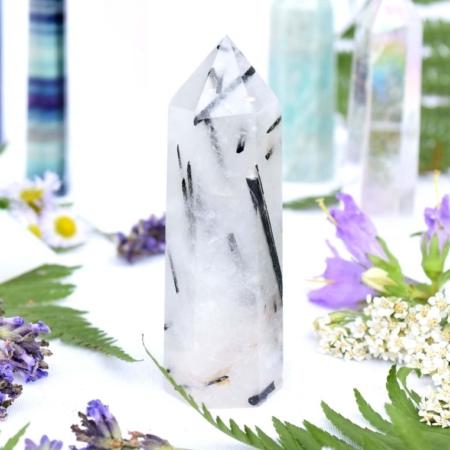Přírodní minerální kámen - broušený hrot z křemenu s turmalínem, 8x2,5 cm