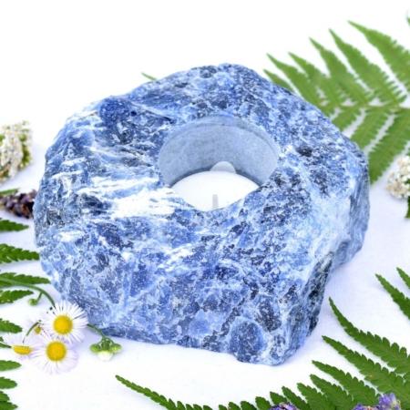 Svícen z přírodního minerálního kamene surový sodalit, cca 12x10x5 cm