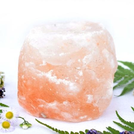 Svícen z přírodního solného krystalu himalájské soli, cca 9x9x9 cm