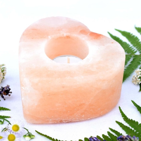 Svícen z přírodního solného krystalu himalájské soli ve tvaru srdce, cca 10x10x5 cm