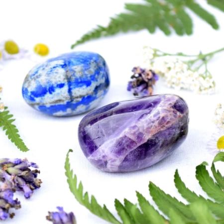 Harmonizující duo minerálních kamenů pro rozvíjení spirituality - ametyst a lapis lazuli, cca 3 až 4 cm
