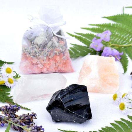 ~OČISTNÁ~ Harmonizující set minerálních kamenů, himalájské soli a bílé šalvěje pro očistu domova