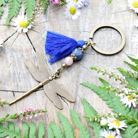 ~VĚŘÍM~ Originální přívěsek na klíče vážka se sodalitem a slunečním kamenem, střapeček