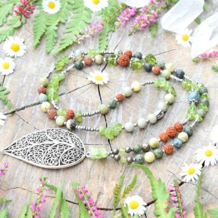 ~MECHOVÁ~ Jedinečný rudraksha náhrdelník s listem, olivínem, serpentinem a labradoritem