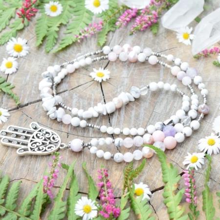 ~POROZUMĚNÍ~ Jedinečný perlový náhrdelník s Hamsou a vzácným měsíčním kamenem