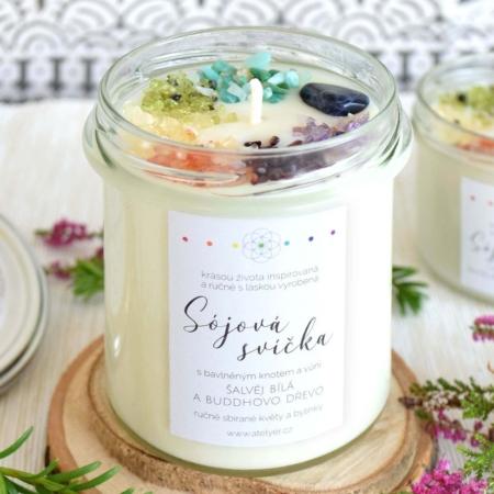 ~ČAKROVÁ~ Přírodní sójová svíčka zdobená minerály • šalvěj bílá a Buddhovo dřevo, 350 ml