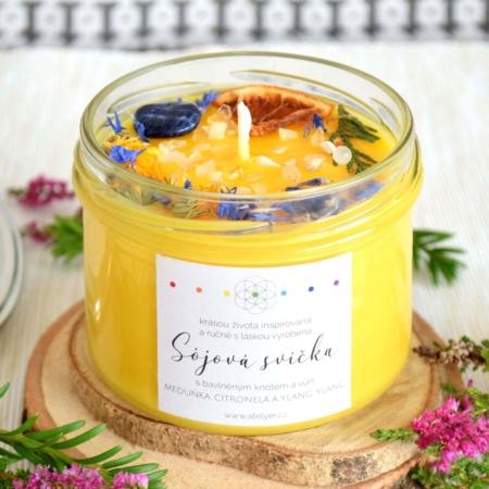 ~KLIDNÁ MYSL~ Přírodní sójová svíčka zdobená minerály • meduňka, citronela a ylang ylang, 225 ml